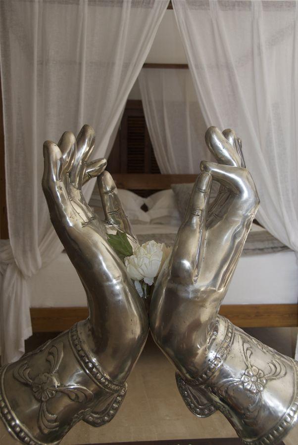 villa hands